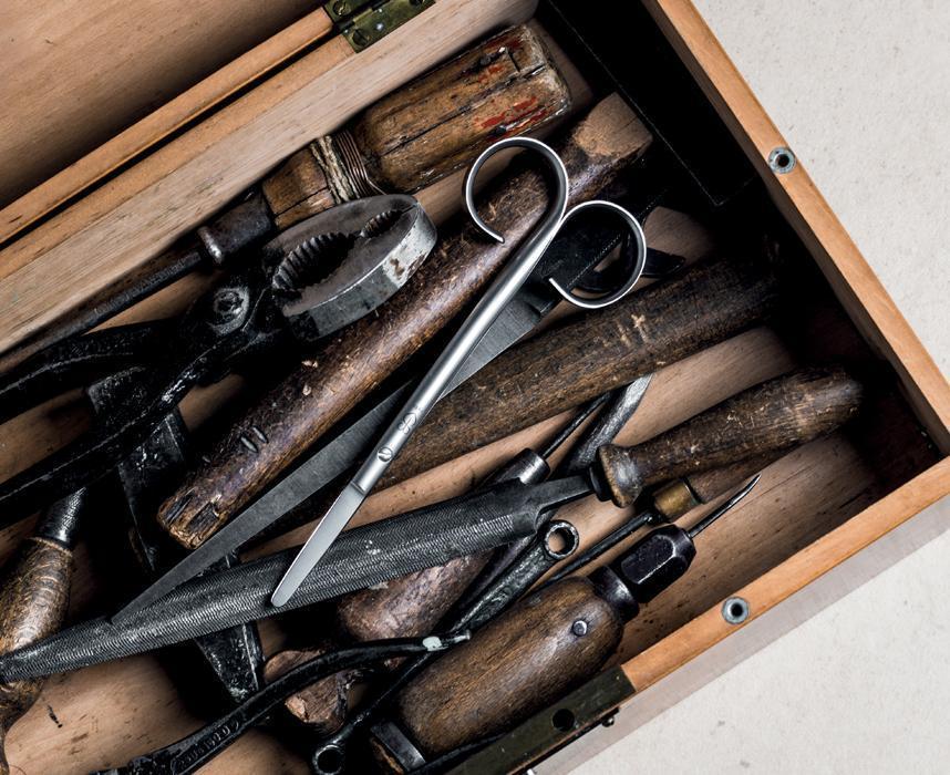 nożyczki renomed w pudełku z narzędziami